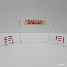 Figuras de Goma y PVC: CARTEL DE SALIDA LLEGADA - VALLAS Y SEÑALES . VUELTA CICLISTA . REALIZADOS POR M. SOTORRES . AÑOS 60. Lote 122413063