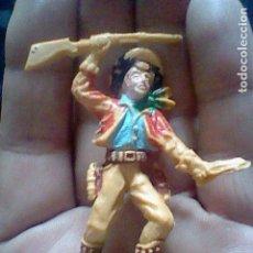 Figuras de Goma y PVC: VAQUERO COWBOY FUSIL ESCOPETA PLASTICO ANTIGUO PINTADO A MANO REAMSA JECSAN LAFREDO . Lote 123808819