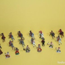 Figuras de Goma y PVC: LOTE DE INDIOS Y VAQUEROS DE GOMA ALCA - CAPELL - AÑOS 50/60. Lote 123834795