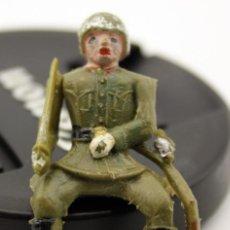 Figuras de Goma y PVC: SOLDADO SENTADO DE TEIXIDO - ARTICULADO - PLASTICO - BRAZOS MOVILES. Lote 123865891