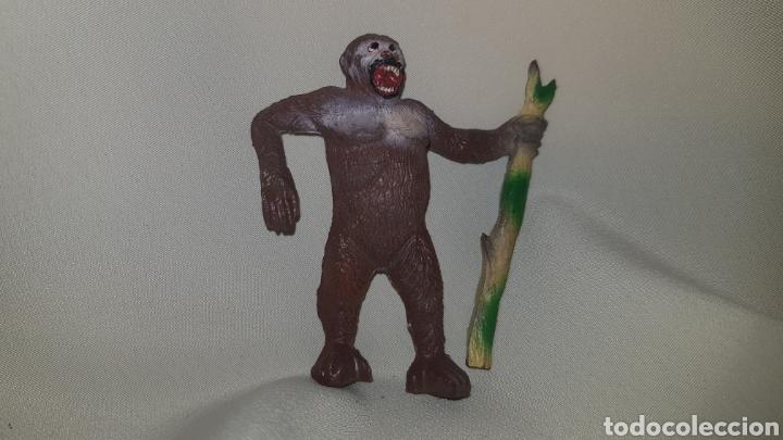 Figuras de Goma y PVC: Gorila con palo fabricado en goma por la casa pech, tipo jecsan, reamsa años 50 - Foto 2 - 124013410
