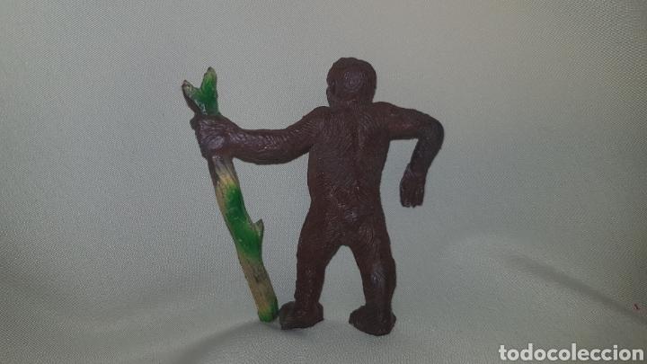 Figuras de Goma y PVC: Gorila con palo fabricado en goma por la casa pech, tipo jecsan, reamsa años 50 - Foto 3 - 124013410