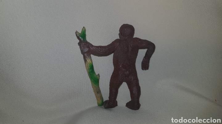 Figuras de Goma y PVC: Gorila con palo fabricado en goma por la casa pech, tipo jecsan, reamsa años 50 - Foto 4 - 124013410