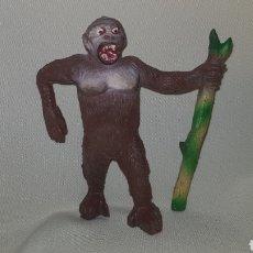 Figuras de Goma y PVC: GORILA CON PALO FABRICADO EN GOMA POR LA CASA PECH, TIPO JECSAN , REAMSA AÑOS 50. Lote 124013943