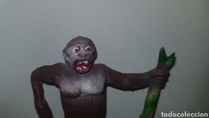 Figuras de Goma y PVC: Gorila con palo fabricado en goma por la casa pech, tipo jecsan , reamsa años 50 - Foto 3 - 124013943