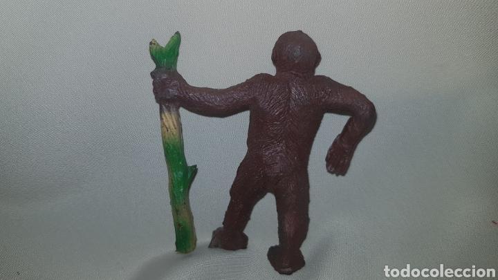 Figuras de Goma y PVC: Gorila con palo fabricado en goma por la casa pech, tipo jecsan , reamsa años 50 - Foto 4 - 124013943