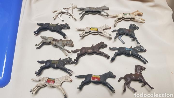 Figuras de Goma y PVC: Lote de 13 caballos de reamsa diferentes tamaños y estado. años 50 - 60 - Foto 2 - 124018506
