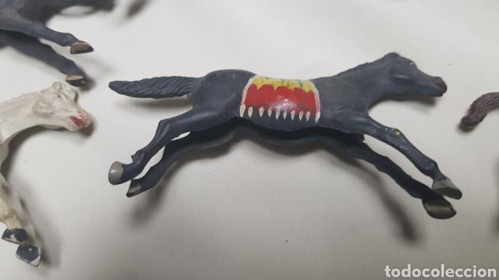 Figuras de Goma y PVC: Lote de 13 caballos de reamsa diferentes tamaños y estado. años 50 - 60 - Foto 6 - 124018506