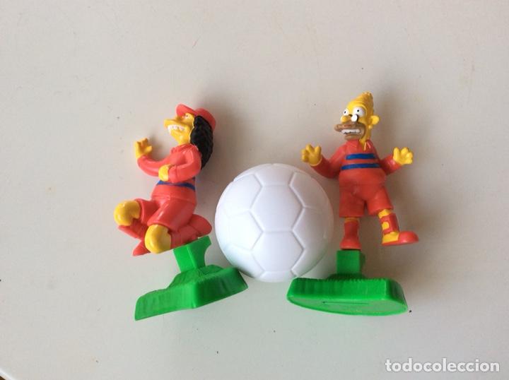DOS MUÑECOS + BALON DE PVC LOS SIMPSON (Juguetes - Figuras de Goma y Pvc - Otras)
