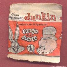 Figuras de Goma y PVC: ENVOLTORIO SIN ABRIR CHICLE DUNKIN-CONEJO DE LA SUERTE,1 PESETA, AÑO 1968, PEQUEÑA FISURA EN ANVERSO. Lote 125061303