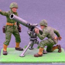 Figuras de Goma y PVC: CAÑÓN GUN 75 MM CON 2 SOLDADOS BRITAINS DETAIL PLÁSTICO CON BASE METAL AÑOS 70. Lote 125413935