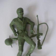 Figuras de Goma y PVC: SOLDADO PLÁSTICO MONOCOLOR ( 12 CM ) KIOSKO AÑOS 60 - 70 SIN USO. Lote 125889314