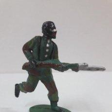 Figuras de Goma y PVC: SOLDADO DE COLOR . REALIZADO POR BRUVER . AÑOS 50 EN GOMA. Lote 126100595