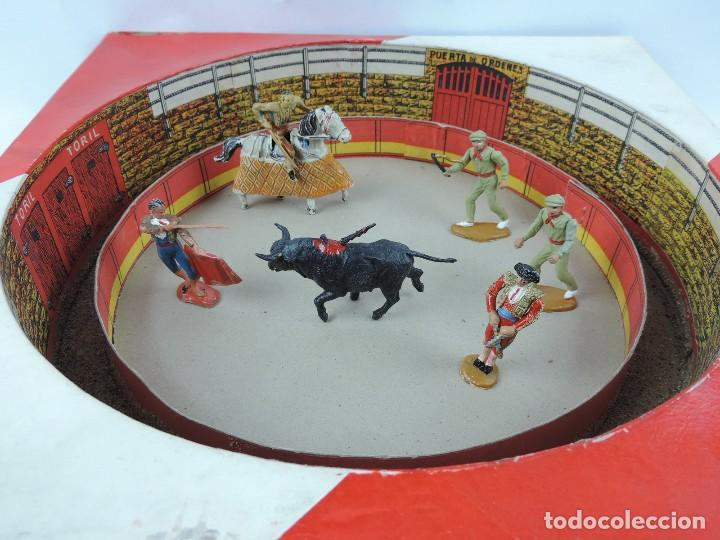 Figuras de Goma y PVC: ANTIGUA PLAZA DE TOROS DE TEIXIDO CON LAS FIGURAS DE GOMA O PLASTICO, TORERO, PICADOR, BANDERILLERO - Foto 2 - 126537039