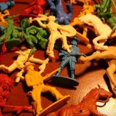 Figuras de Goma y PVC: LOTE OESTE INDIOS Y VAQUEROS ANTIGUOS PLASTICO AÑOS 70 Y COMPLEMENTOS. Lote 126610923