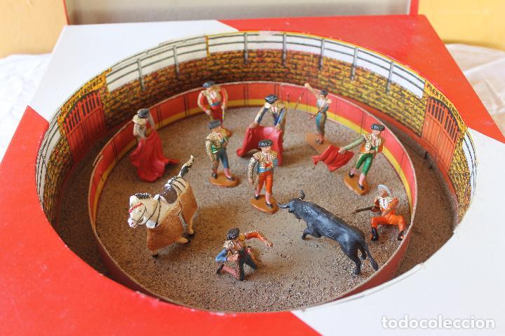 CAJA PLAZA DE TOROS TEIXIDO, AÑOS 50. CON 10 FIGURAS ARTICULADAS. (Juguetes - Figuras de Goma y Pvc - Teixido)