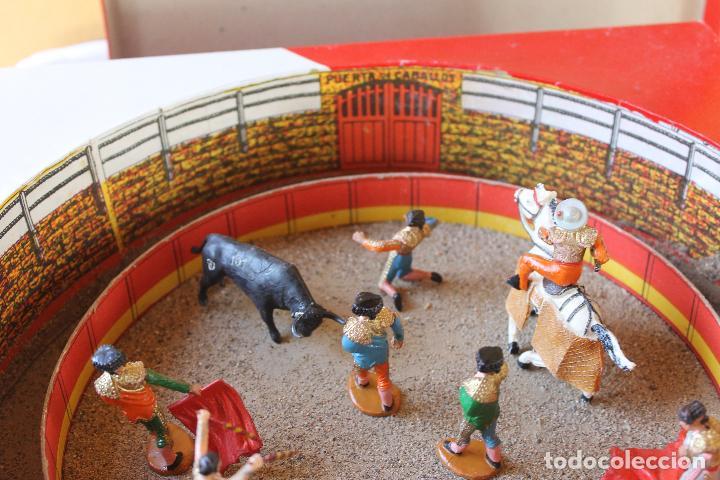 Figuras de Goma y PVC: CAJA PLAZA DE TOROS TEIXIDO, AÑOS 50. CON 10 FIGURAS ARTICULADAS. - Foto 2 - 126717427