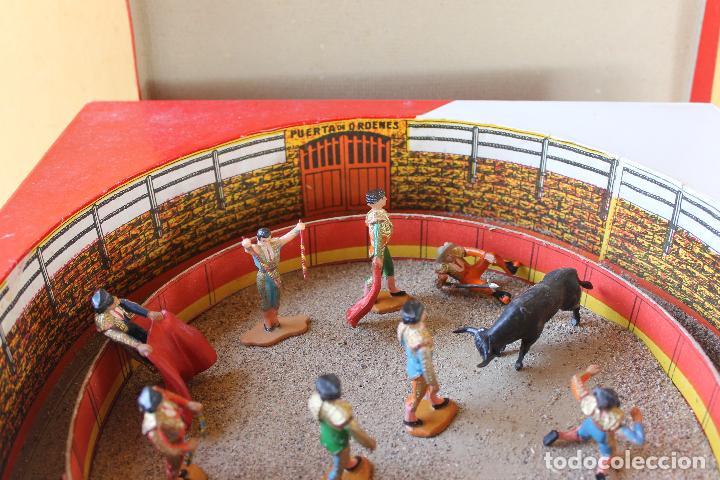 Figuras de Goma y PVC: CAJA PLAZA DE TOROS TEIXIDO, AÑOS 50. CON 10 FIGURAS ARTICULADAS. - Foto 3 - 126717427