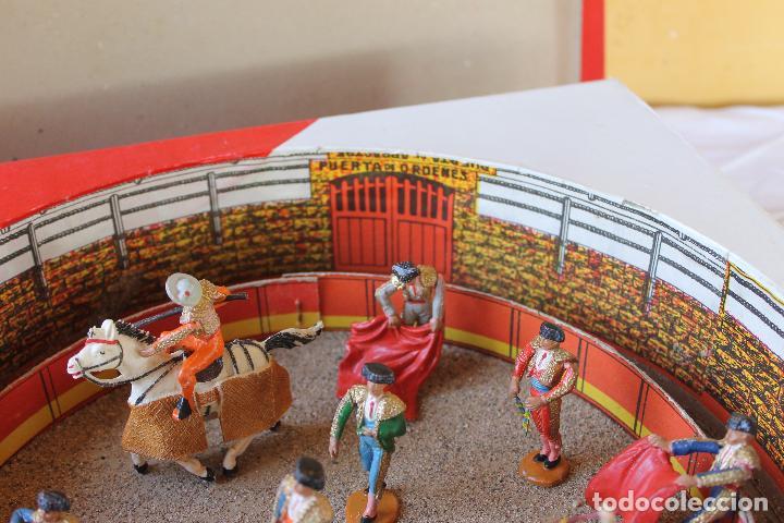 Figuras de Goma y PVC: CAJA PLAZA DE TOROS TEIXIDO, AÑOS 50. CON 10 FIGURAS ARTICULADAS. - Foto 4 - 126717427