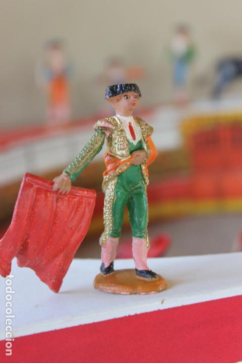 Figuras de Goma y PVC: CAJA PLAZA DE TOROS TEIXIDO, AÑOS 50. CON 10 FIGURAS ARTICULADAS. - Foto 7 - 126717427