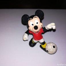Figuras de Goma y PVC: WALT DISNEY FIGURA PVC MICKEY MOUSE FUTBOLISTA BULLY. Lote 126801658