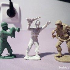 Figuras de Goma y PVC: LOTE 3 FIGURAS - SOLDADOS SEGUNDA GUERRA MUNDIAL - PECH - AÑOS 80. Lote 126906783