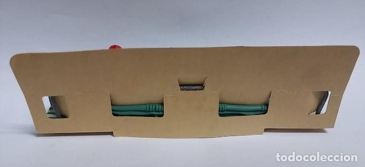 Figuras de Goma y PVC: ANTIGUA CANOA DE BRITAINS, EN SU CARTON ORIGINAL DE JUGUETERIA. - Foto 2 - 126932363
