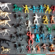 Figuras de Goma y PVC: LOTE 36 INDIOS VAQUEROS Y CABALLOS DIVERSAS MARCAS - AÑOS 80. Lote 126994235