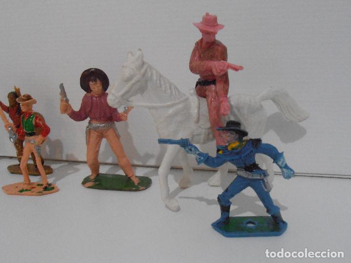 Figuras de Goma y PVC: LOTE DE INDIOS y VAQUEROS PINTADOS DE COMANSI - Foto 4 - 127228351