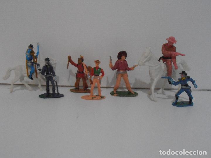Figuras de Goma y PVC: LOTE DE INDIOS y VAQUEROS PINTADOS DE COMANSI - Foto 5 - 127228351