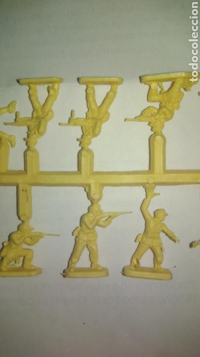 Figuras de Goma y PVC: MONTAPLEX O SIMILAR. Colada de soldados. - Foto 3 - 127532703