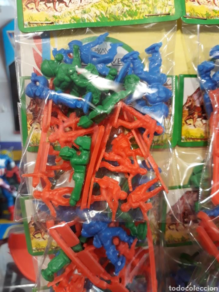 Figuras de Goma y PVC: Bonito expositor tipo MONTAPLEX soldaditos - Foto 3 - 127561231