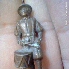 Figuras de Goma y PVC: FIGURA MUÑECO CHOCO KINDER PROMOCIONAL METAL SOLDADOS SWISS 3 TAMBORILERO . Lote 127589059