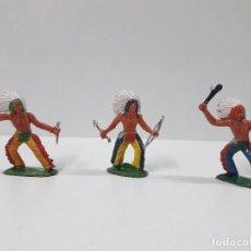Figuras de Goma y PVC: TRES GUERREROS INDIOS . REALIZADO POR M. SOTORES . AÑOS 60. Lote 127779571