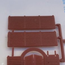 Figuras de Goma y PVC: RARISIMO FORT COLORADO MONTAPLEX .SOLO LA MIDAD LEER ANUNCIO. Lote 127814323