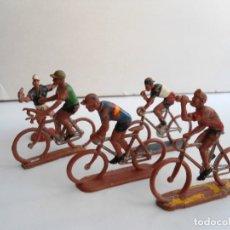 Figuras de Goma y PVC: LOTE 5 FIGURAS DE PLASTICO DE SOTORRES - 4 CICLISTAS Y UN AGUADOR - VUELTA CICLISTA - AÑOS 60. Lote 111383507