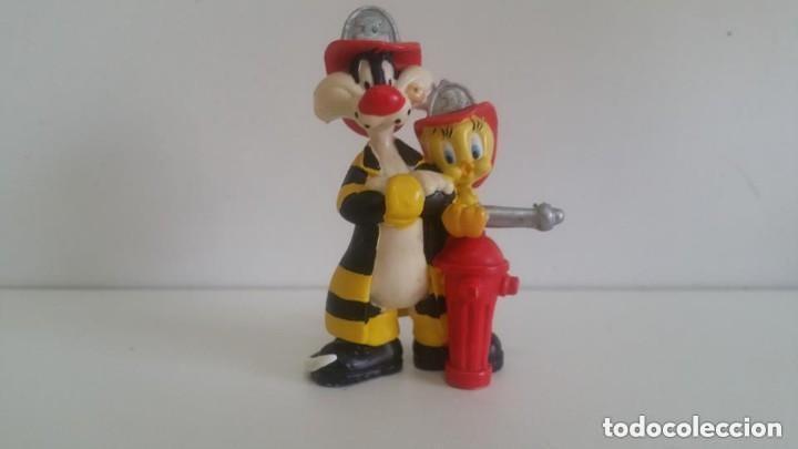 MUÑECO EN PVC LOONEY TUNES / SILVESTRE Y PIOLIN BOMBEROS 7,5 CM. 1998 WARNER BROS BULLYLAND GERMANY (Juguetes - Figuras de Goma y Pvc - Bully)