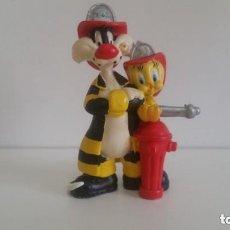 Figuras de Goma y PVC: MUÑECO EN PVC LOONEY TUNES / SILVESTRE Y PIOLIN BOMBEROS 7,5 CM. 1998 WARNER BROS BULLYLAND GERMANY. Lote 128056715