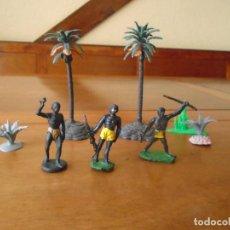 Figuras de Goma y PVC: LOTE DE FIGURAS DE GUERREROS Y PORTEADORES SAFARI, HERMANOS PECH AÑOS 60. Lote 128061163