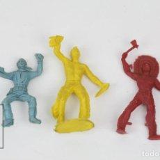 Figuras de Goma y PVC: CONJUNTO FIGURITAS DE PLÁSTICO - INDIOS Y VAQUERO - VARIOS COLORES. Lote 128242135