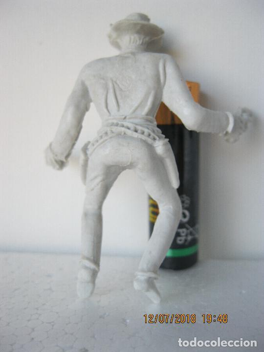 Figuras de Goma y PVC: FIGURA VAQUERO COWBOY CON REVOLVERES .- COMANSI VER FOTO ADICIONAL - Foto 2 - 128248975