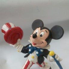 Figuras de Goma y PVC: MICKEY MOUSE TRAJE USA, FIGURA GOMA 1989. Lote 128252642