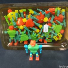 Figuras de Goma y PVC: BONITO RECIPIENTE CON ROBOTS TIPO DUNKIN MARCA FERPLAS. Lote 128269734