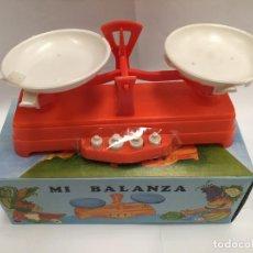 Figuras de Goma y PVC: JUGUETE BALANZA GRANDE DE TALMAR AÑOS 70. Lote 128833995
