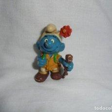 Figuras de Goma y PVC: PITUFO SENDERISTA PEYO MADE IN PORTUGAL TIENE PARTIDO POR ABAJO EL PALO. Lote 129182979