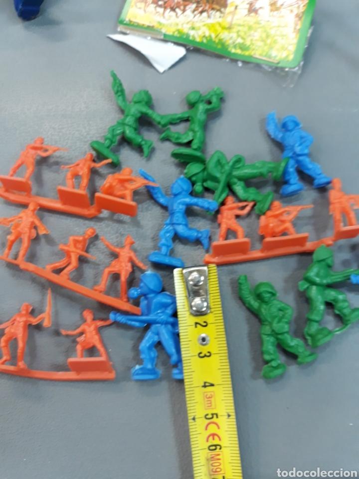 Figuras de Goma y PVC: Bonito expositor tipo MONTAPLEX soldaditos - Foto 6 - 127561231