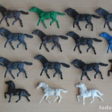 Figuras de Goma y PVC: LOTE DE ANTIGUAS FIGURAS DEL OESTE EN PLASTICO. CABALLOS INDIOS, COWBOYS, DE TIRO, ETC. AÑOS 70/80. Lote 130027735