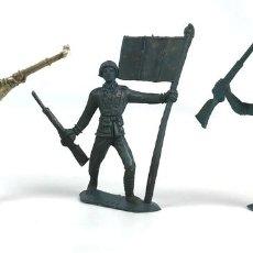 Figuras de Goma y PVC: LOTE DE 3 SOLDADOS DEL MUNDO. PLÁSTICO. COMANSI. ESPAÑA. CIRCA 1970.. Lote 130179075