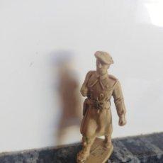 Figuras de Goma y PVC: SOLDADO DESFILE EN GOMA PECH JECSAN. Lote 130505418