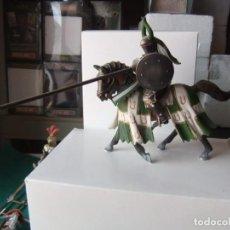 Figuras de Goma y PVC: SCHLEICH CABALLERO TAURO 9 CTMS. Lote 130553082